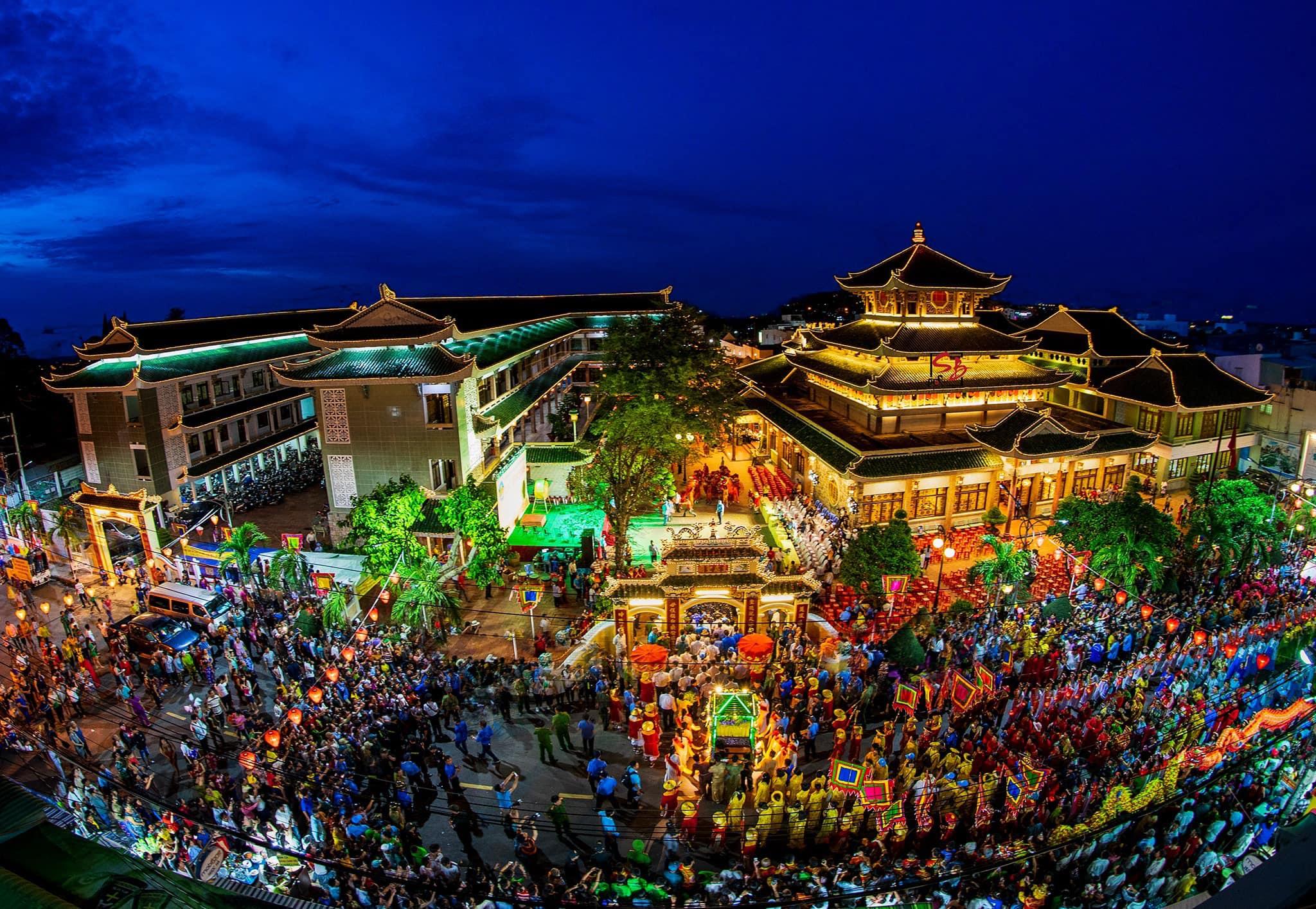 Quang cảnh lễ hội